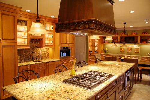 Traditional kitchen with large island and excellent seating - view 3